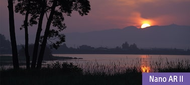 Kuva järvestä auringonlaskun aikaan
